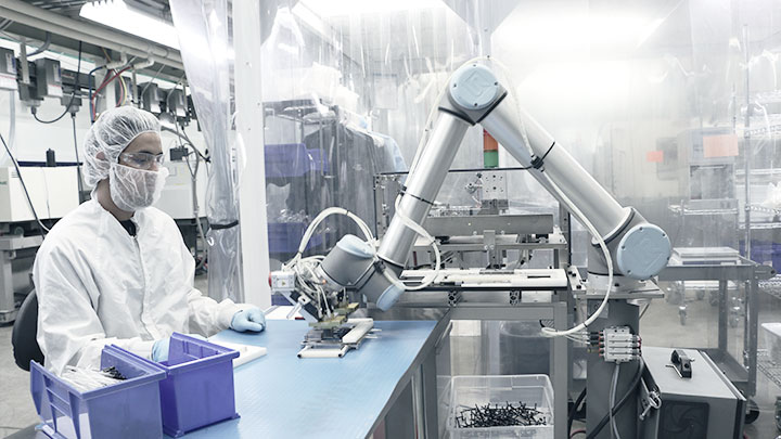 Collaborative And Safe Cobot From Universal Robots At Dynamic Group