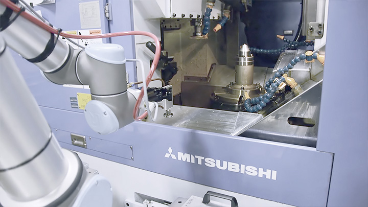 Universal Robots Handle Cnc Machining In The Aerospace Industry