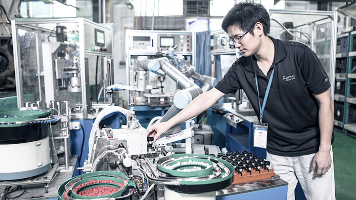 Workerss-and-flexible-manufacturing-at-Runner-in-China.jpg