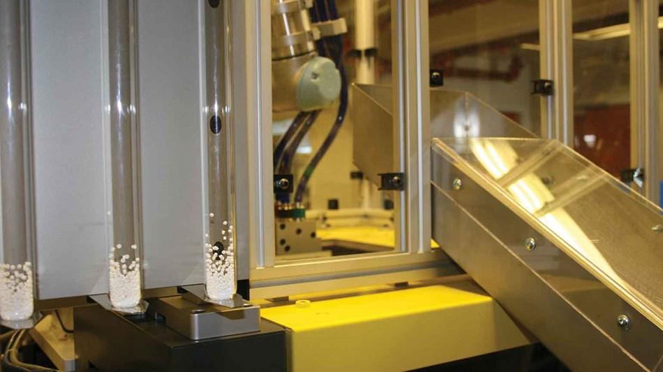 OTICON, cobot UR asservimento macchine, stampaggio plastico