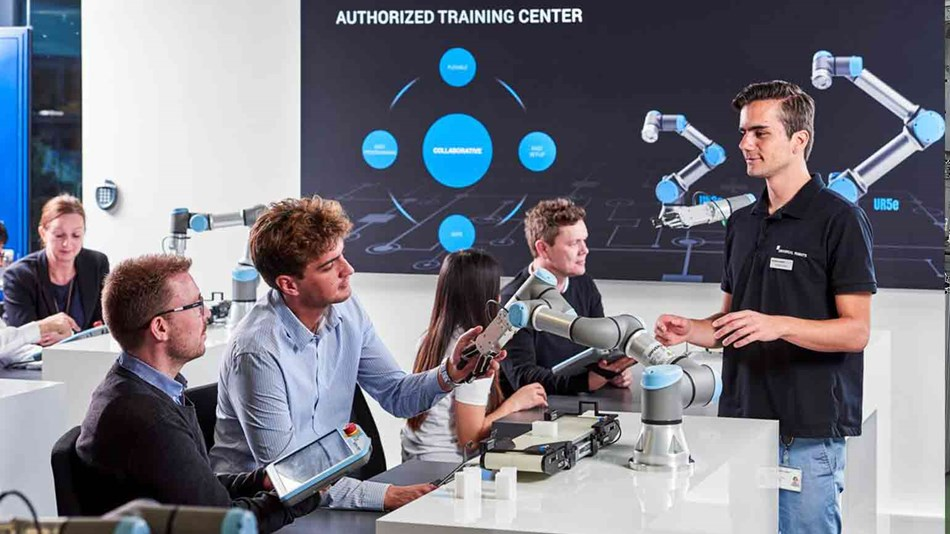 Free online collaborative robot training - become a robot programmer