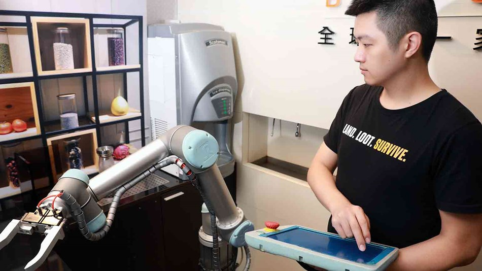 Programming a UR5 cobot at Babo Arms in Taiwan