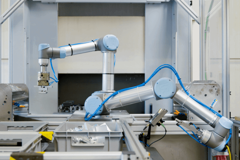 UR5 cobots feed a CNC mill increase quality of parts and efficiency.