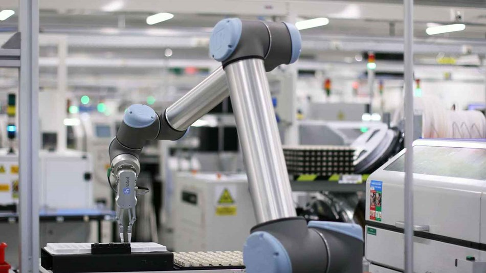 Collaborative robots at Magneti Marelli