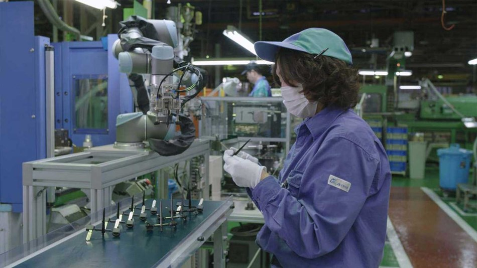 Installing the UR cobots at Alpha Corporation in Japan improved productivity dramatically, resulting in a 20% increase in production output in the molding process of automobile keys.
