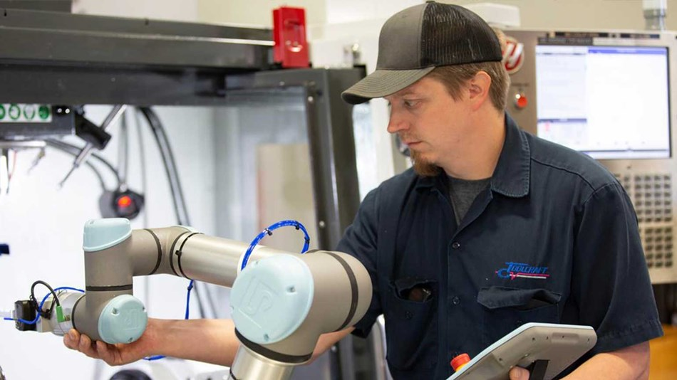 With the UR5e cobot tending the CNC machine, Toolcraft, a small machine shop with no prior robotics experience, was able to finish annual production seven weeks sooner than with manual labor.